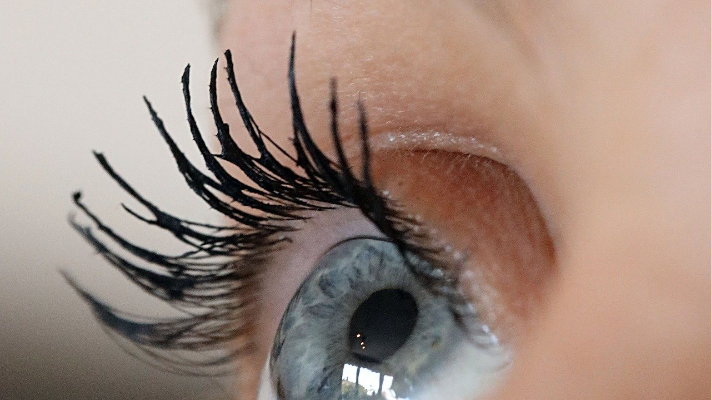 mascara lashes courtesy of spark post
