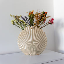 Load image into Gallery viewer, Stoneware Shell Vase