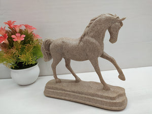 Horse showpiece in stone finish style DLM5