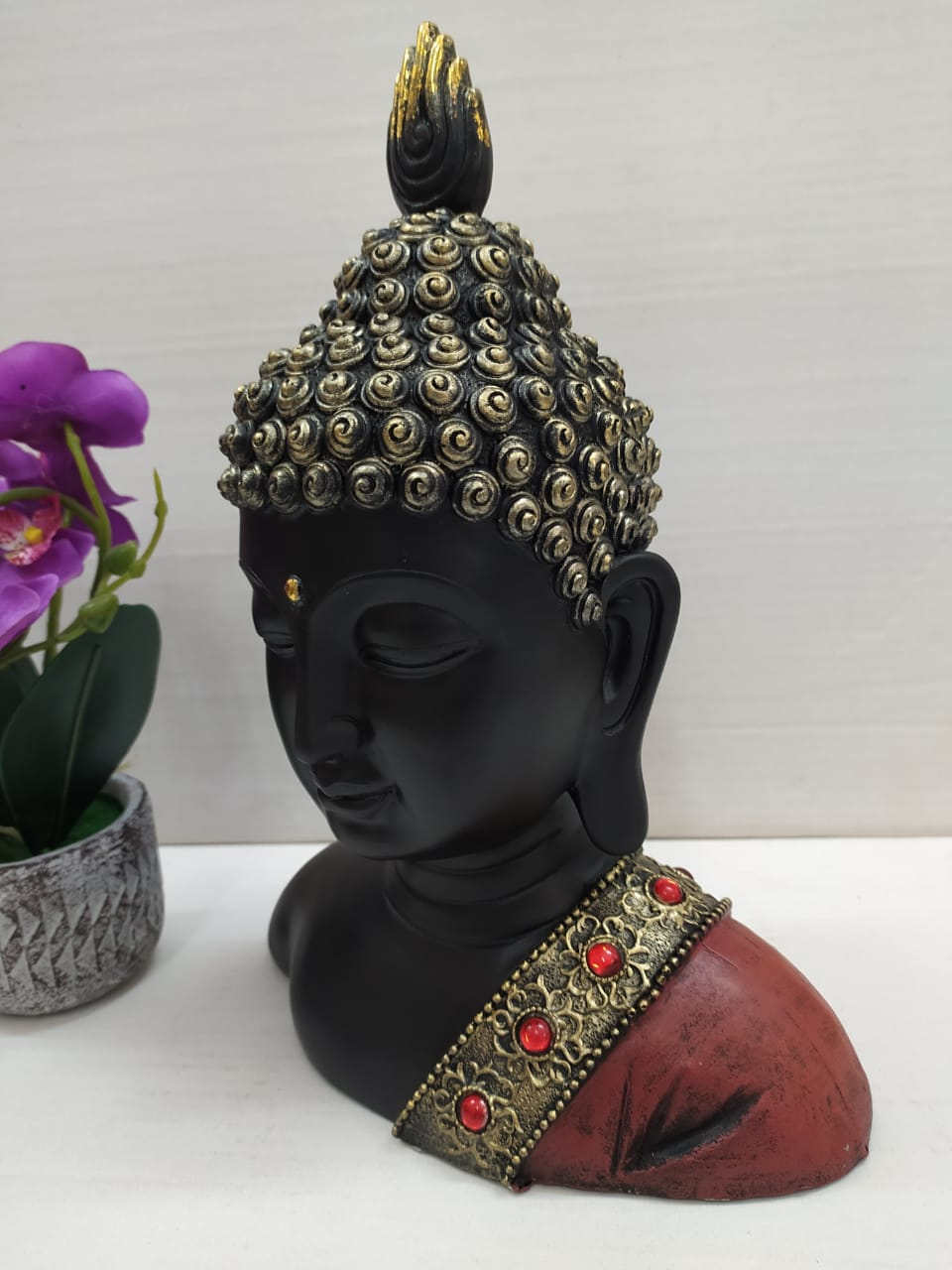 Beautiful Budha head showpiece with antique stones finishing NY242