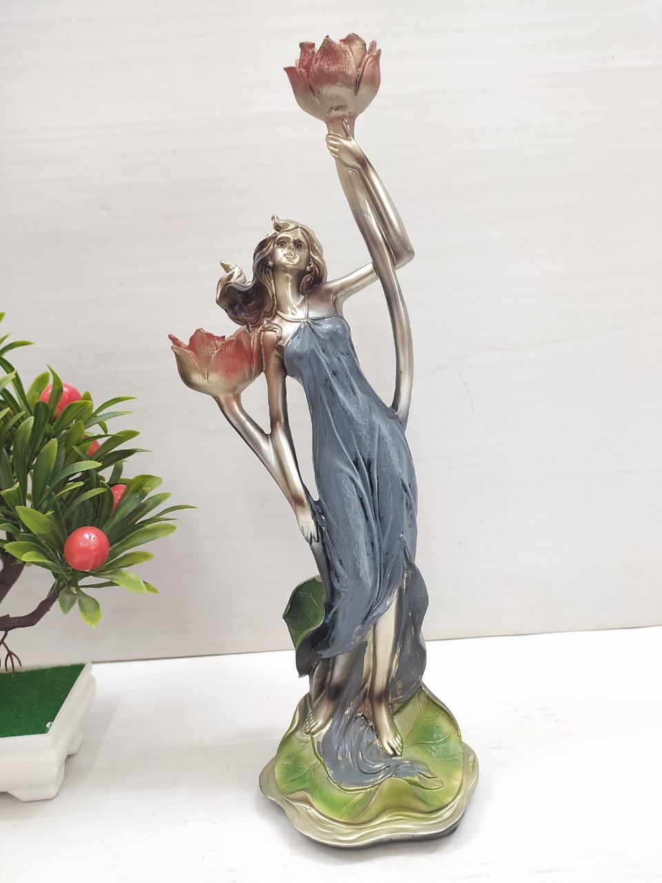 Woman designer showpiece with candle holder   Sp0307