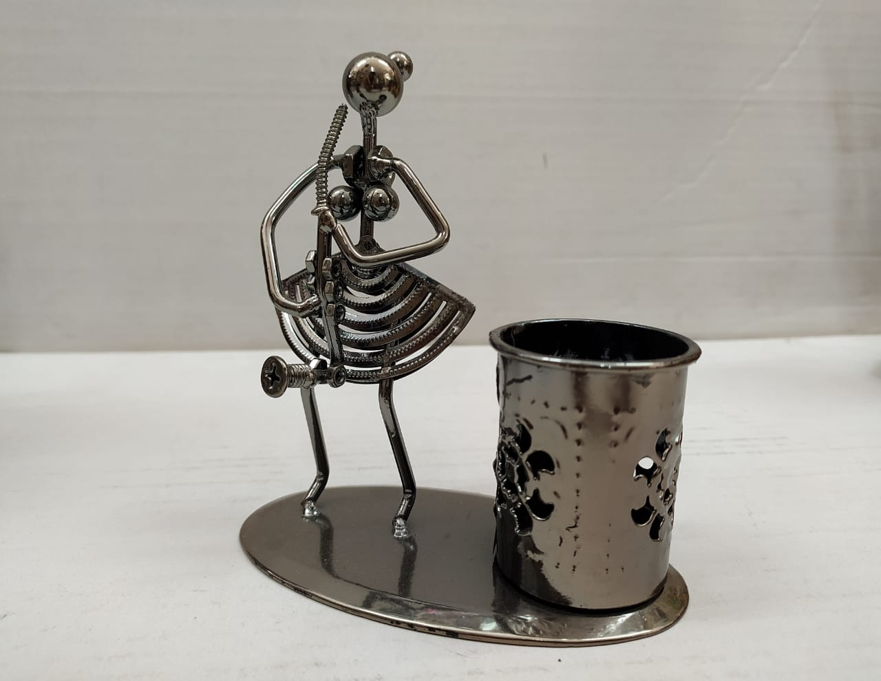 Metallic Lady musician with Pen stand DC115