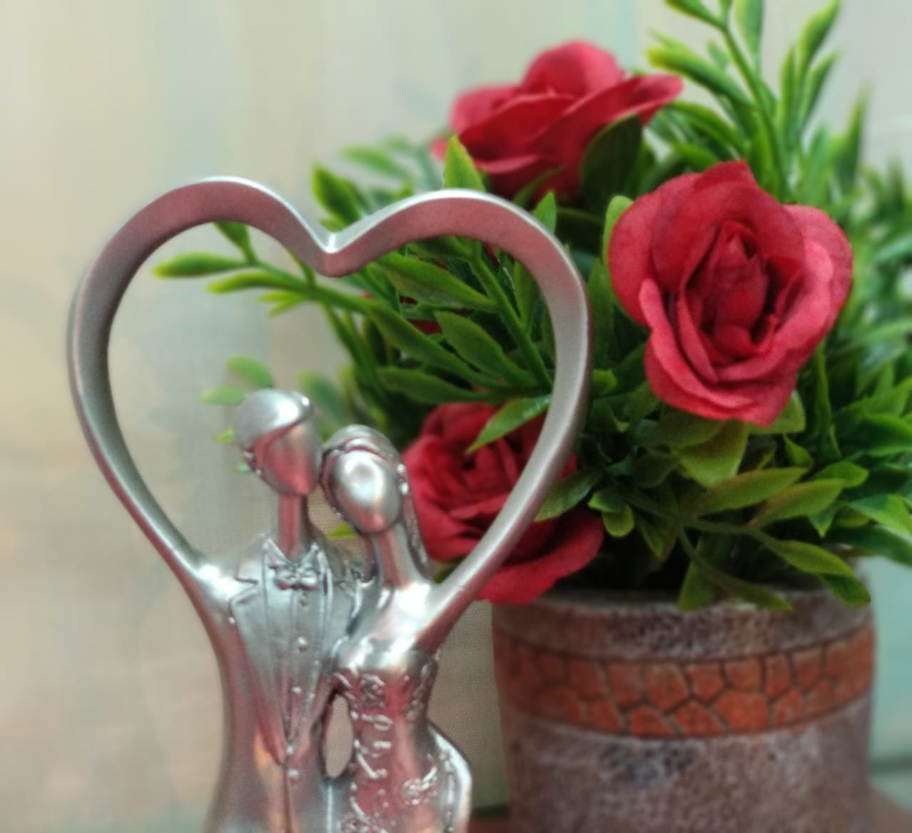 Buy Romantic Couple Statue - AP46Online