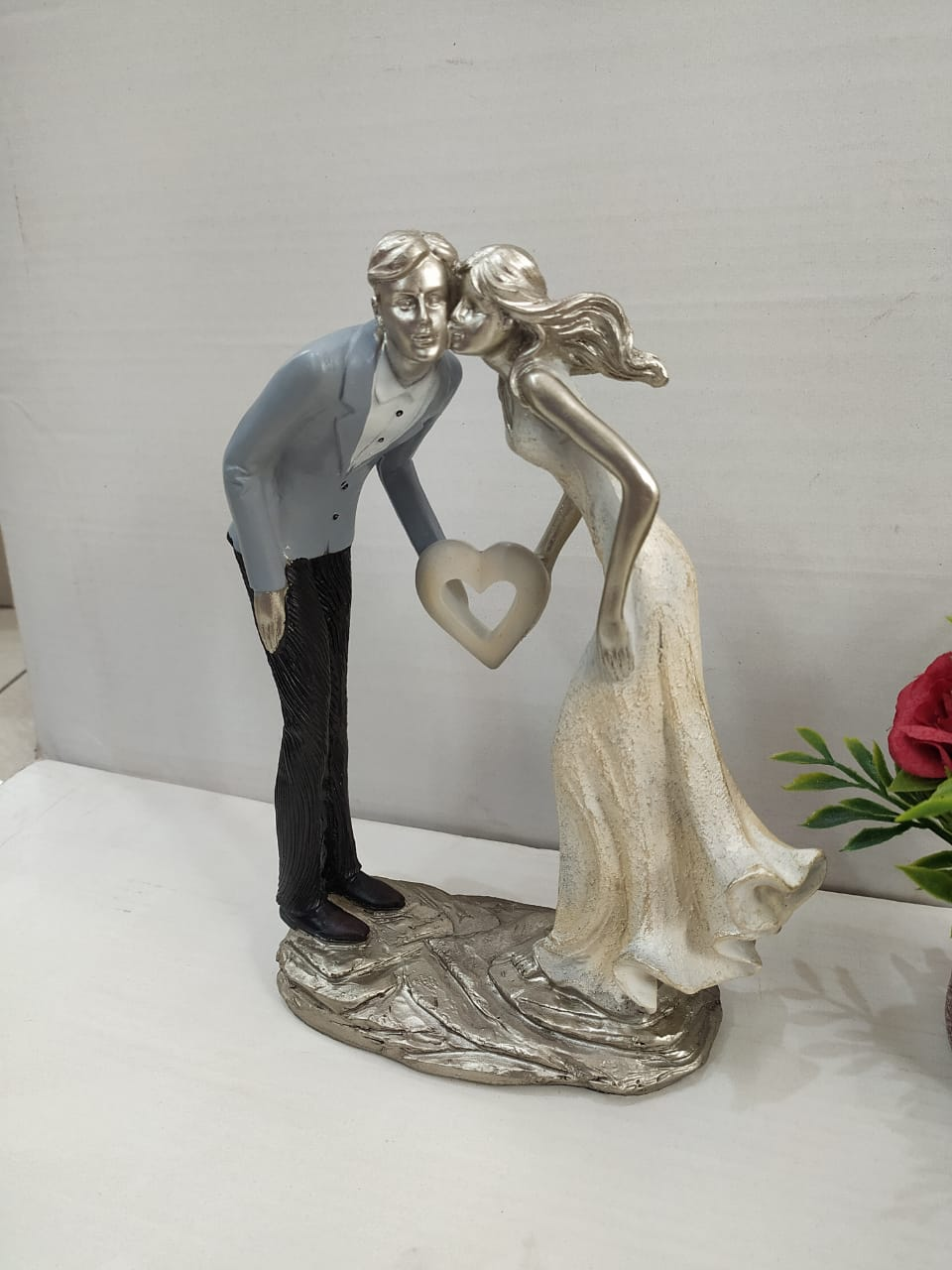 Happy Love Couple Figurine M5
