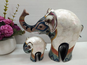 Mother and baby elephant contemporary show piece DE25