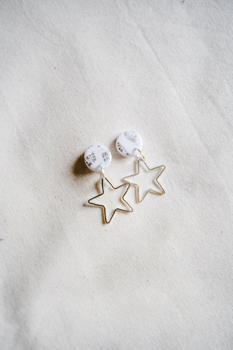 Star burst small dangle earrings [silver + white]