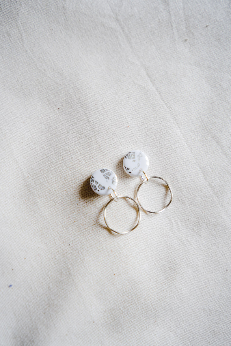 Planet small dangle earrings [silver plated + white]