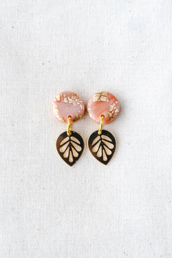 Lily gold small dangle earrings (peach)
