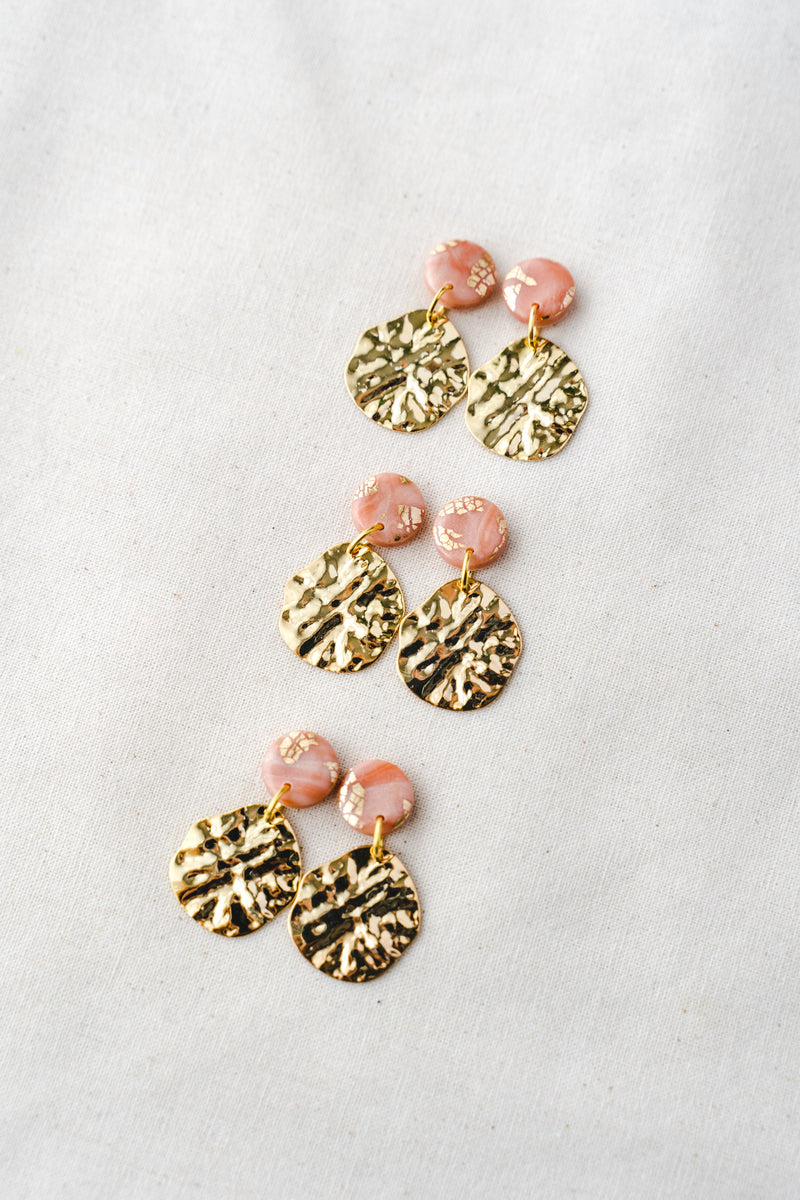 Lulu Small Dangle Earrings (peach)