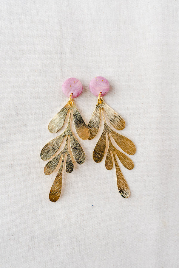 Gold leaf dangle earrings (pink)