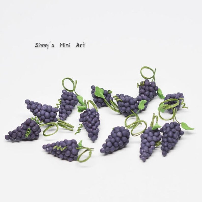 1:12 Dollhouse Miniature Six Bunches of Miniature Purple Grapes BD P009