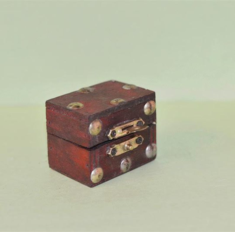 1:12 Dollhouse Miniature Antique Stud Clad Hope Chest BD N003