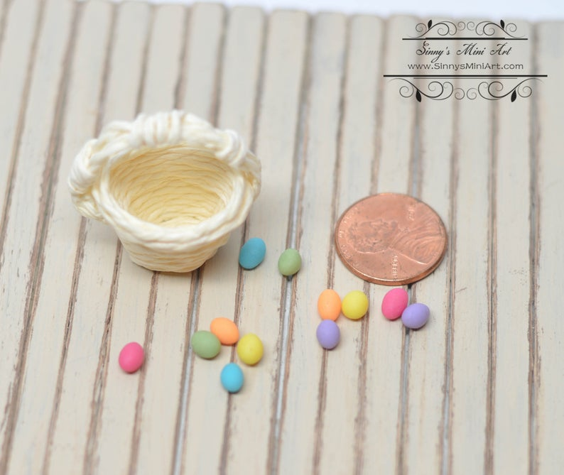1:12 Dollhouse Miniature Easter Eggs in Natural Basket BD H091