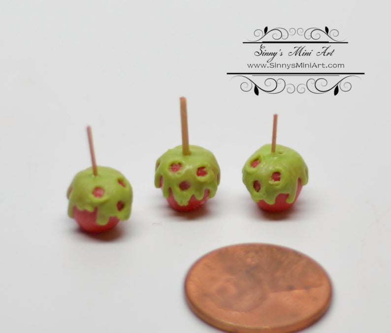 1:12 Dollhouse Miniature Scary Apples BD K2719