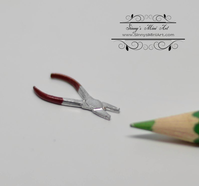 1:12 Dollhouse Miniature Red Pliers/Needle Nose Miniature Tool/Dollhouse Tool IM 0115-1