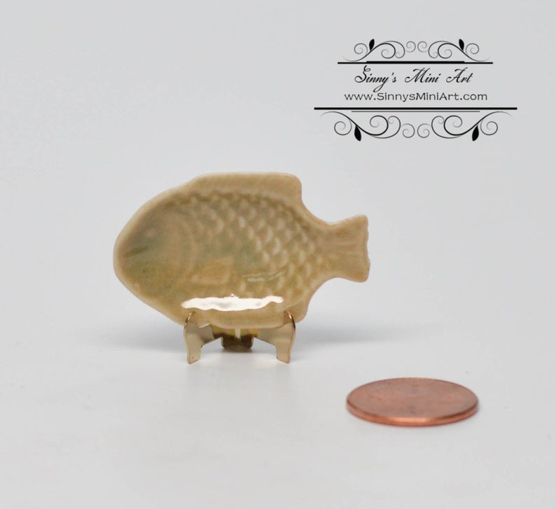 1:12 Dollhouse Miniature Fish Serving Platter/ Miniature Plates HMN 1534
