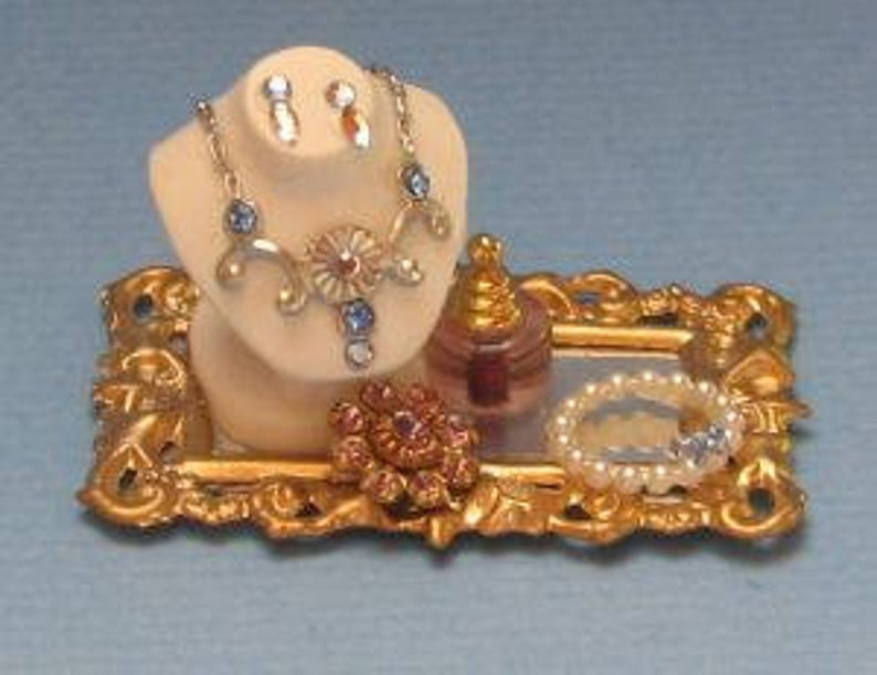 1:12 Dollhouse Miniature Jewelry Tray with Bust DI JK031
