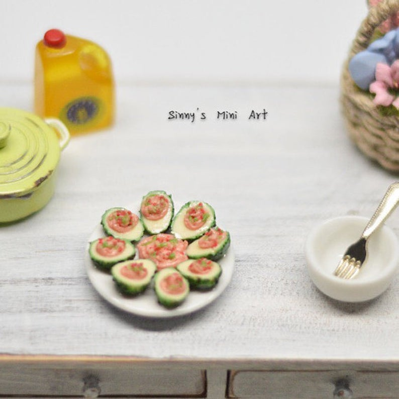 1:12 Dollhouse Miniature Avocado Tapas in Plate BD F073