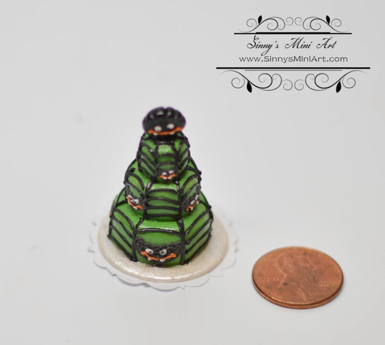 1:12 Dollhouse Miniatures Grinning Spider 3 Tier Cake BD K1213