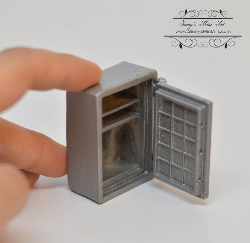 1:12 Dollhouse Miniature Safe BD J082