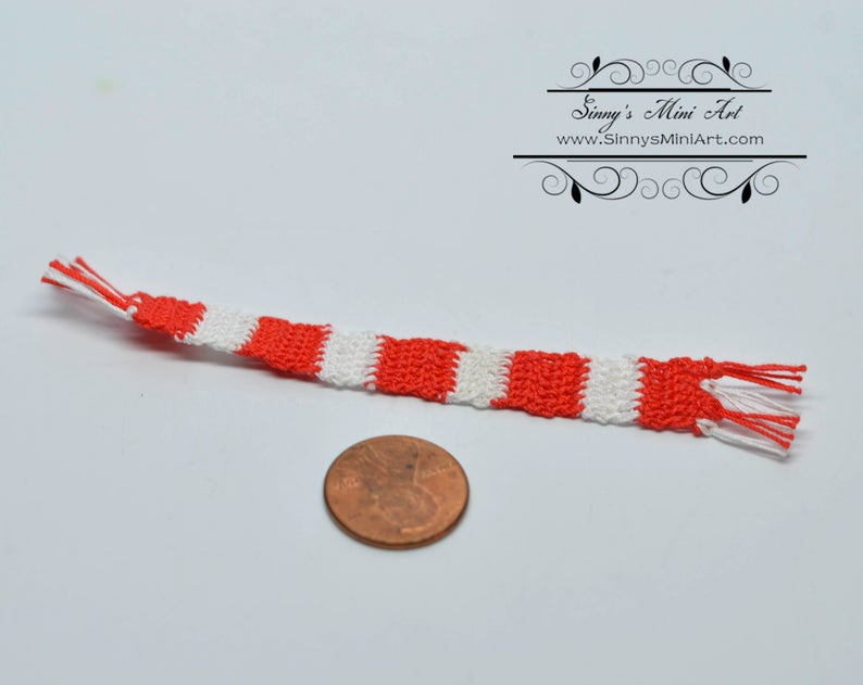 1:12 Dollhouse Miniature Hand Knitted Christmas Scarf BD D071