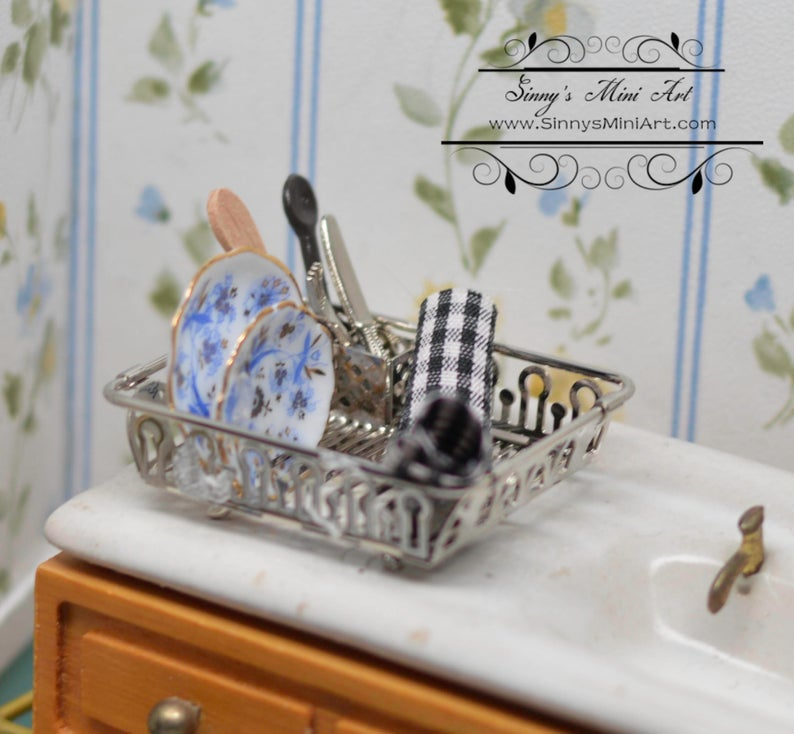 1:12 Dollhouse Miniature Blue Onion Drying Rack Set RP 1.841/5