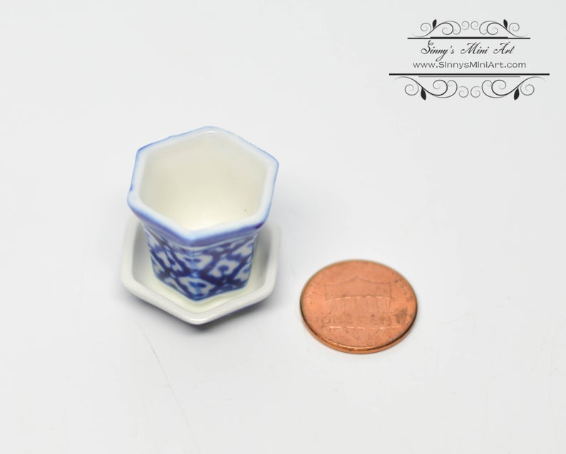 1:12 Dollhouse Miniature Large Blue/White Ceramic Pot with Drip Saucer BD B906