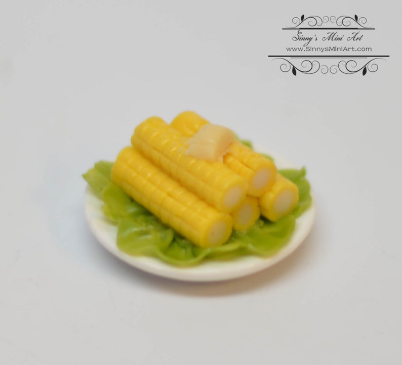 1:12 Dollhouse Miniature Plate of Corn on the Cob BD F084