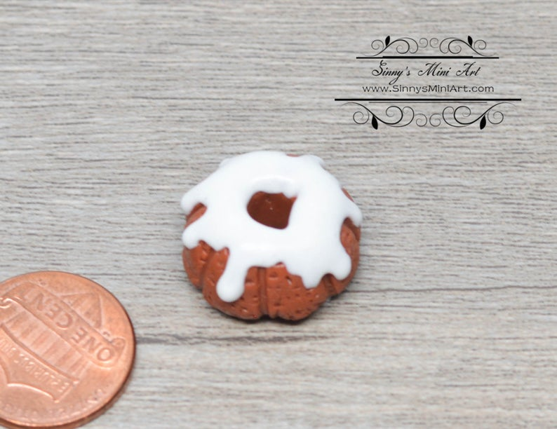 1:12 Dollhouse Miniature Bundt Cake with Icing BD K2114