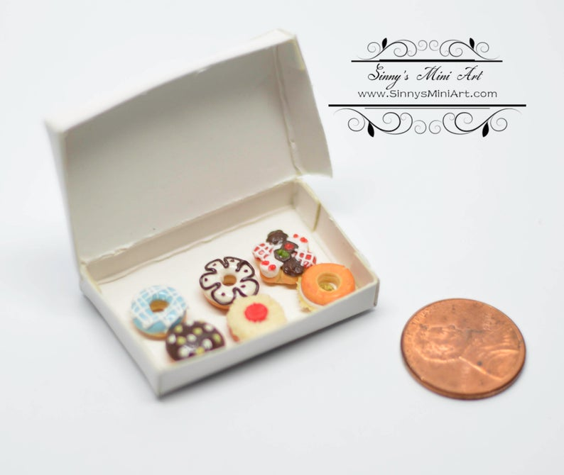 1:12 Dollhouse Miniature Fancy Deluxe Donuts in Box BD K2631