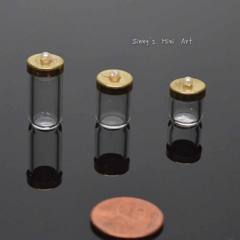 A Set of 1:12 Dollhouse Miniature Glass Jar with Lids ( three PC) BD HB078