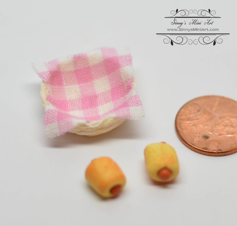 1:12 Dollhouse Miniature 2 Pigs in Blankets in Basket BD F141