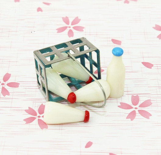 1:12 Dollhouse Miniature Milk / Miniature Food D131