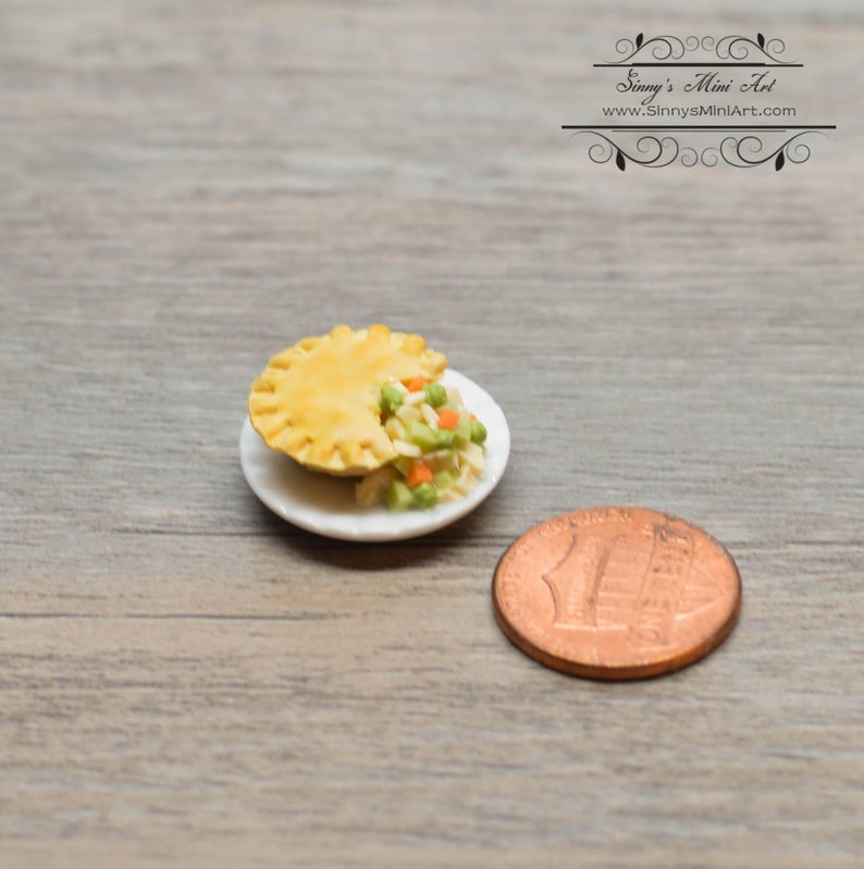 1:12 Dollhouse Miniature Chicken Pot Pie on Plate BD F408