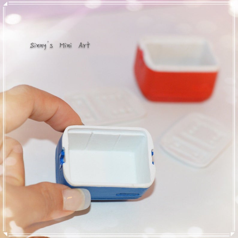 1:12 Dollhouse Miniature Cooler / Miniature Ice Chest AZ A3108