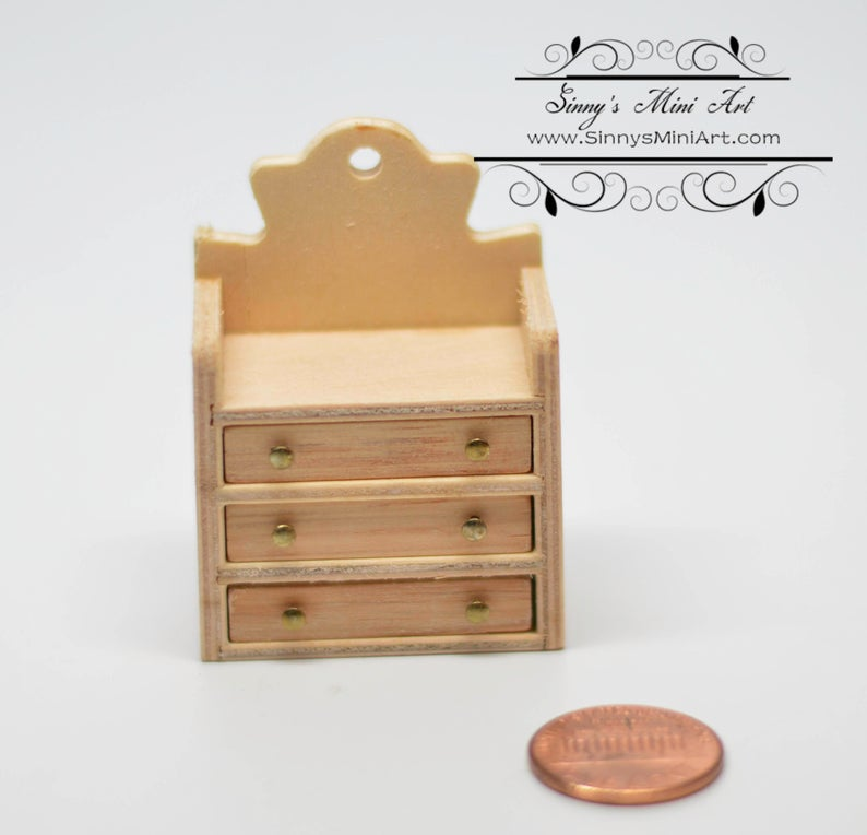 1:12 Dollhouse Miniature Hanging Kitchen Shelf / Small Wooden Chest AZ G8079