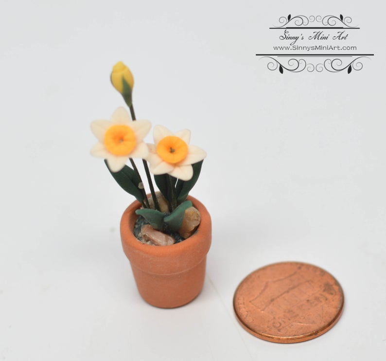 1:12 Dollhouse Miniature Daffodils and Yellow Rose in Clay Pot BD A068
