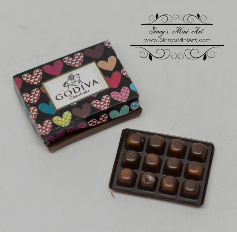 1:12 Dollhouse Miniature Chocolates Box / Doll Chocolate / Godiva C99
