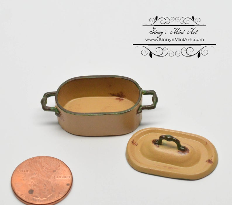 1:12 Dollhouse Miniature Dutch Over/ Gold /Miniature Shabby Casserole / Miniature Cookware AZ AN1365GD