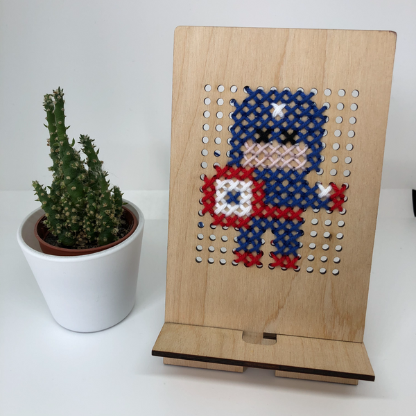 Wood and Wool Tech Stand Kit - Captain America