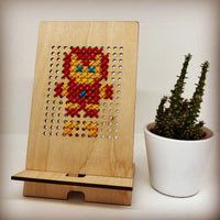 Wood and Wool Tech Stand - Iron Man