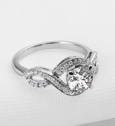 Round cut 1ct diamond twisted band ring
