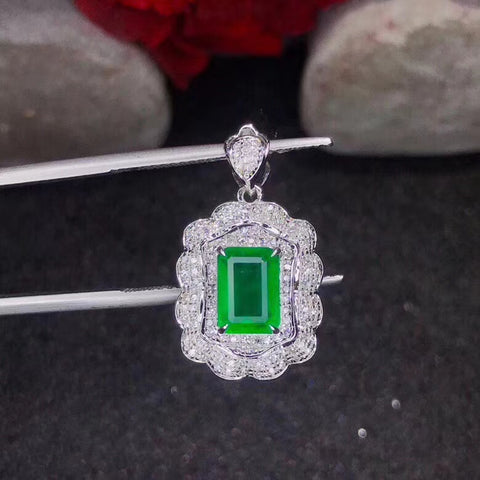 Natutal emerald sterling silver necklace