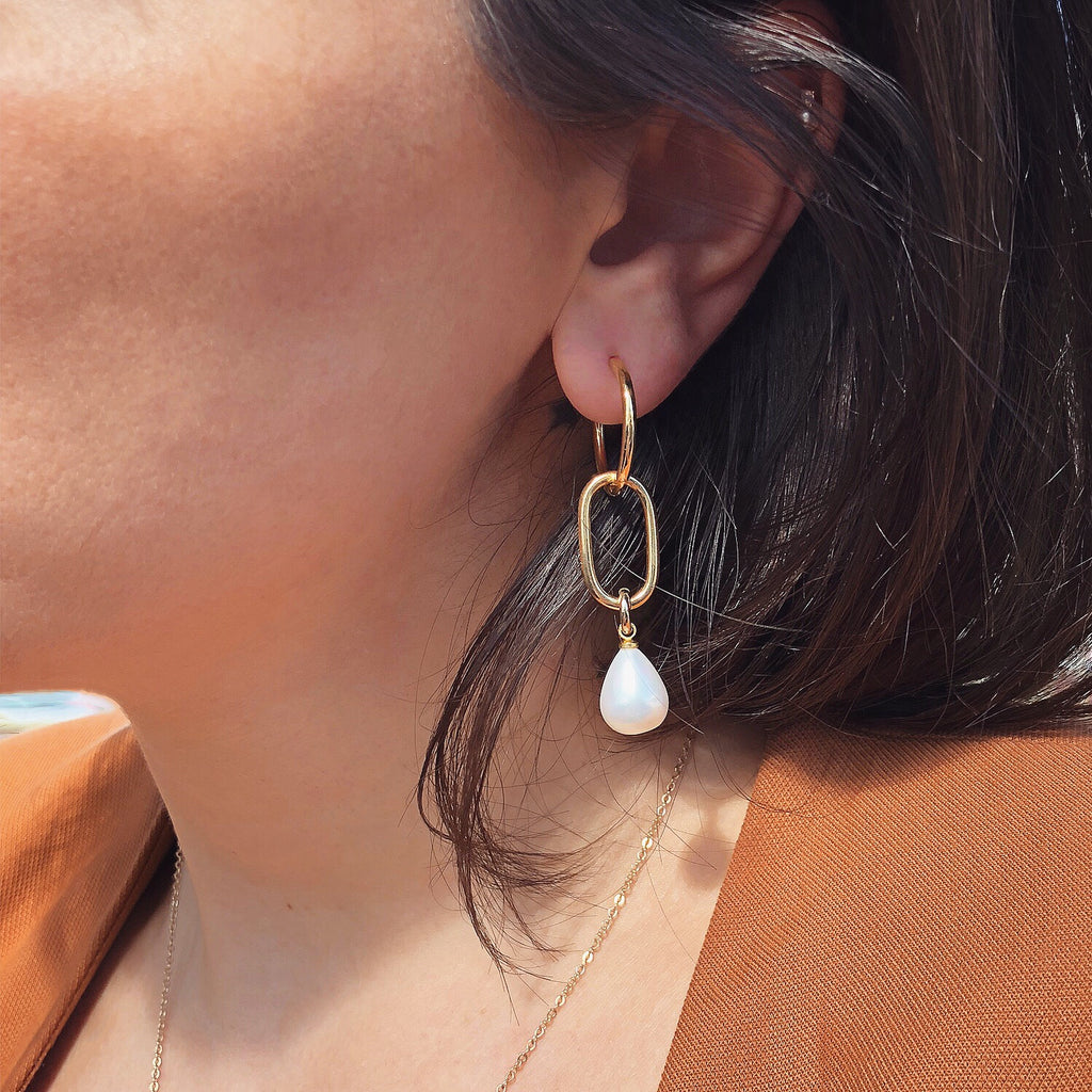 PEARL HOOP EARRINGS | SOPHIE