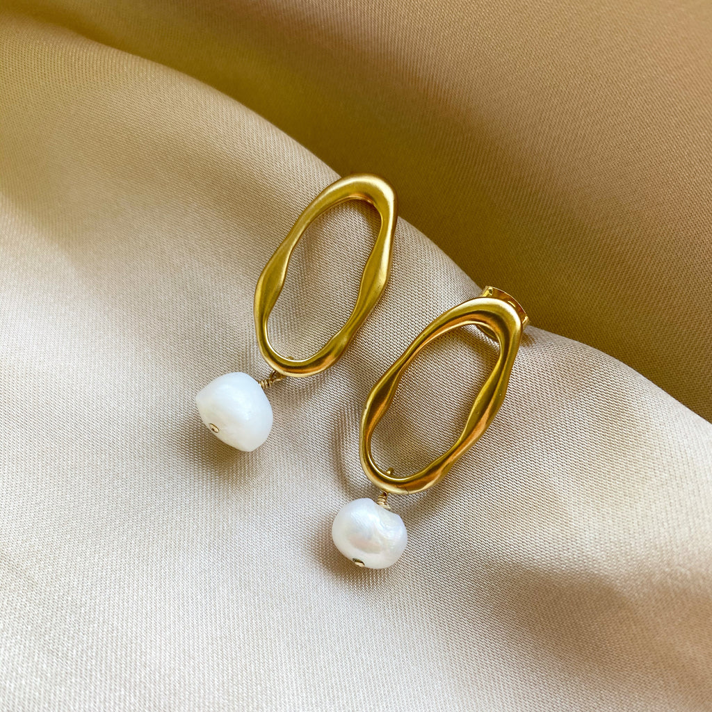 gold-pearl-earrings