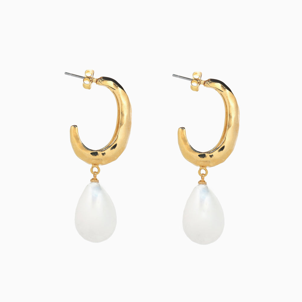 statement-pearl-earrings