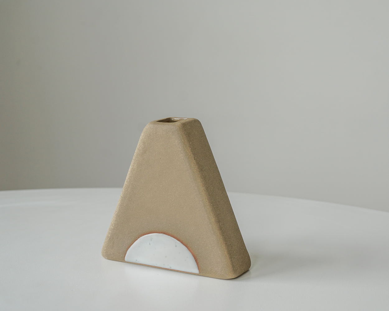 Triangle Vase - Tan Circle