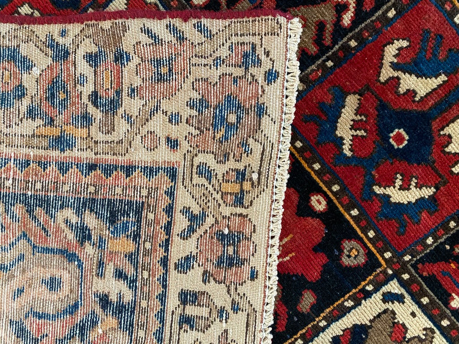 Hand-Knotted Persian Bakhtiari Rug, Mid to Late 20th Century, 5'0 x 9'3