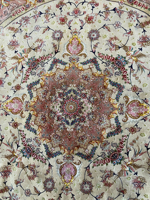 Persian Tabriz Round Rug, Shades of Silk and Lamb Wool. 400- 420 KSPI. 6' 9""