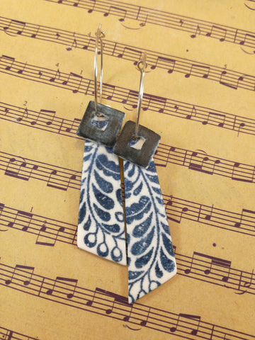 Pointed bar with blue cube screen print dangle